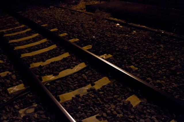 しこたま酔っぱらって深夜、終電はるかに過ぎていたので  タク代払うのももったいなく思い歩いて帰ろうと思ったが、引越したばっかりで土地感薄弱な上に・・・