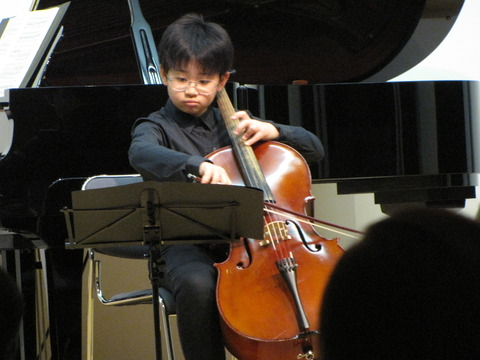 林成くんのチェロ演奏1