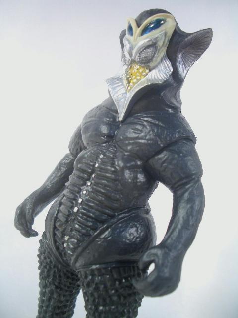 メフィラス星人 1 撫で肩をいからせた風貌、ツリ目と見事な出来映え。 こう出来がいいと意味の..