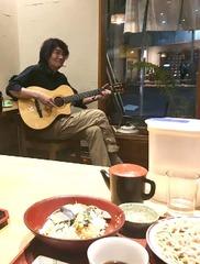 今夜もギターの生演奏