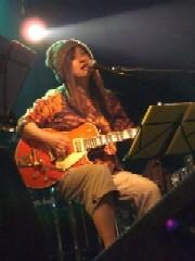 歌ってギター弾く