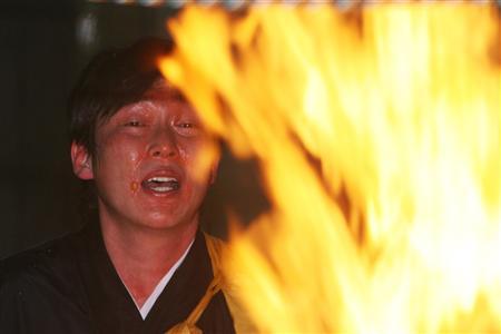 【定期】広島新井が14年連続護摩行「気持ちグッと締まる」