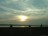 沈む夕日を見ながら瀬戸大橋を渡ったよ