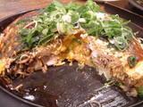 卵がトロッと流れでてコシのある硬麺でこの分厚さ♪