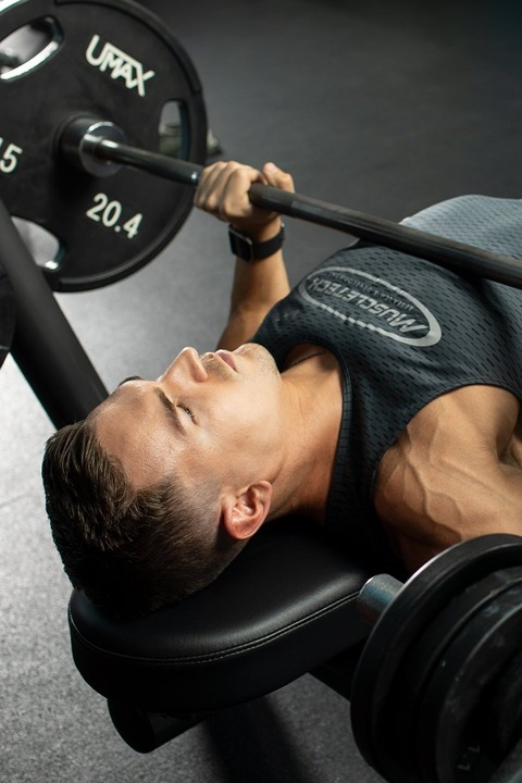 4-tip-driven-exercises-to-power-up-your-chest-training-tall
