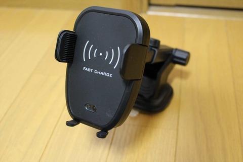 スマホを楽チン収納できるQiワイヤレス充電スマホホルダー