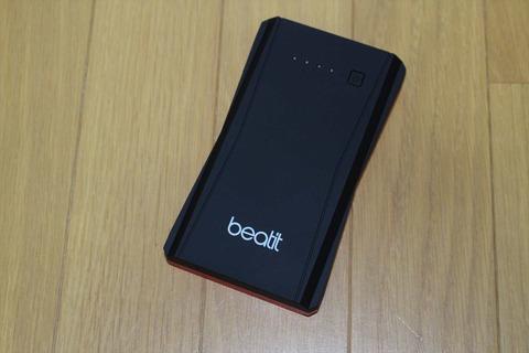 十分普段にモバイルバッテリーとして使える大きさ、重さです。