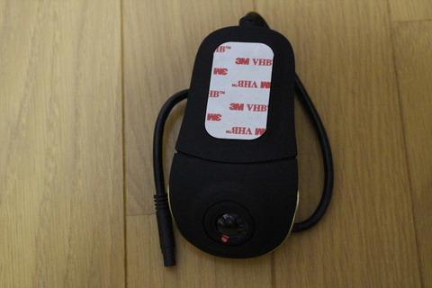 ディスプレイ非搭載でスマートなドライブレコーダーです。