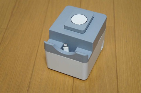 Fitbitも充電できるApple Watch充電スタンドです。