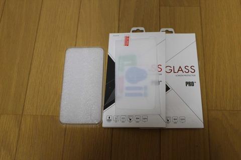 ガラスフィルム2枚にケースが付いてこの価格。かなりコストパフォーマンスが良いです。
