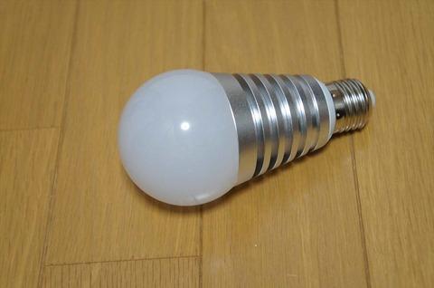 その日の気分で、簡単に色を変えられるLED電球です。