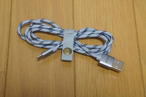 非常に使いやすいLightningとMicroUSB両対応のケーブルです。