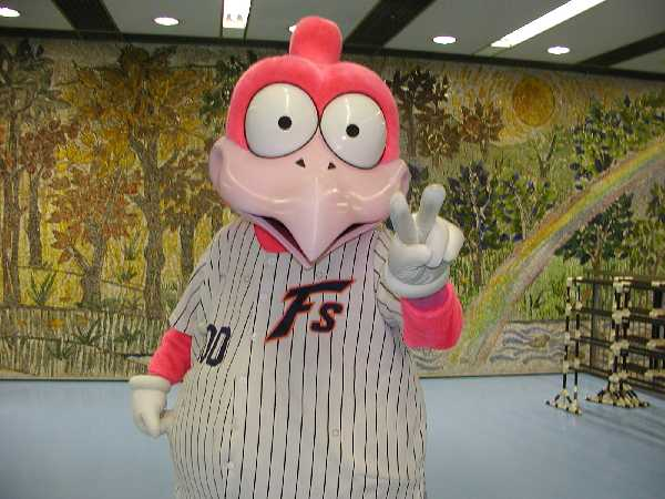 【野球】昔の日ハムのマスコットwwwwww