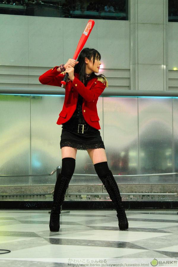 【画像】矢島舞美がバッティングフォームが可愛すぎるンゴwww