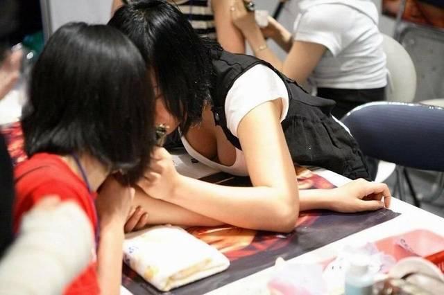 【 三 】巨乳のファッション 18着目 [無断転載禁止]©2ch.netYouTube動画>4本 ->画像>617枚