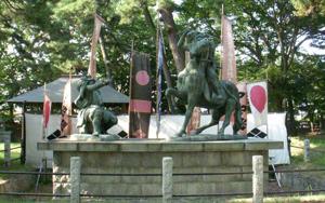 武田信玄・上杉謙信一騎討ちの像