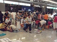 上海虹橋空港でデモ勃発 5