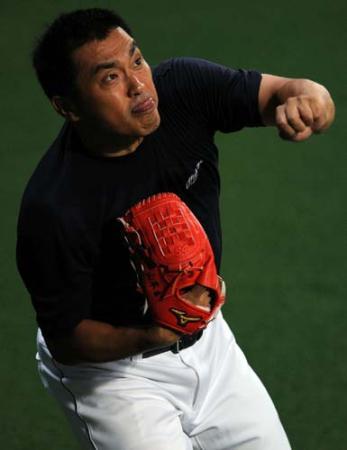 【中日】山本昌、山崎引退「早まるな!」