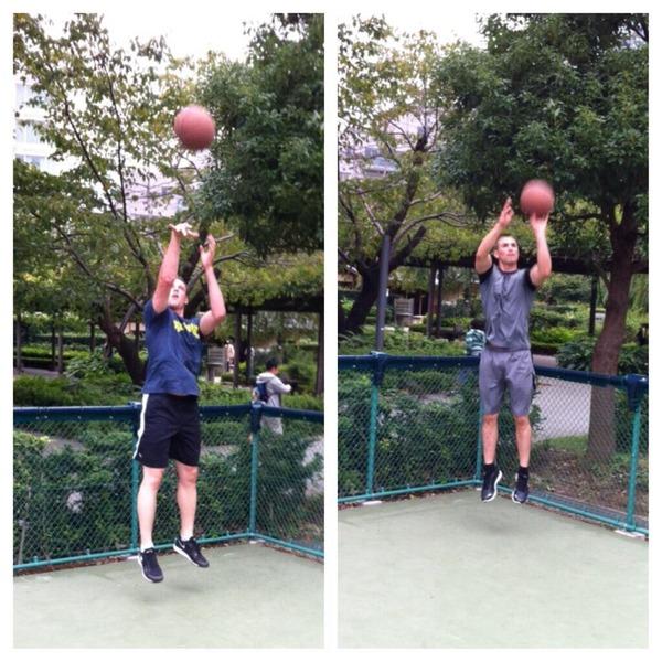 マシソン、ボウカーとバスケをする