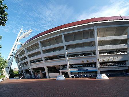 30年前の野球ファン「横浜スタジアムは広いしフェンス高いしホームラン出ない球場やわ」
