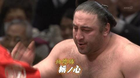 今年の大相撲の出来事で打線組んだwww