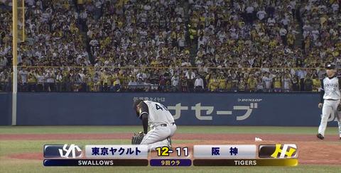 【悲報】阪神秋山、ヤクルトにサヨナラ負け ガックリ崩れ落ちる