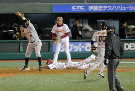 【報知】原巨人判定負け、アウトのタイミングに見えた藤田の二ゴロがセーフ