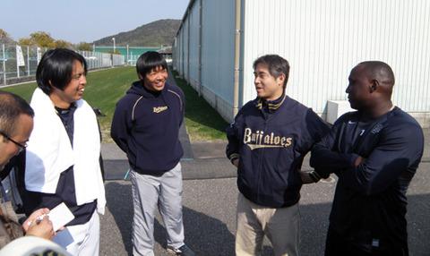 【なぜか】井川慶記者(元メジャーリーガー)がオリキャンプで爆笑取材