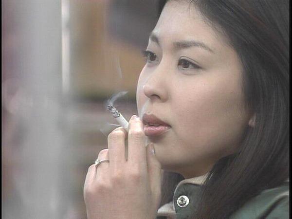 たばこ 女