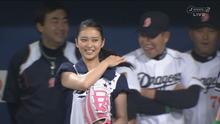 武井咲 始球式01-1