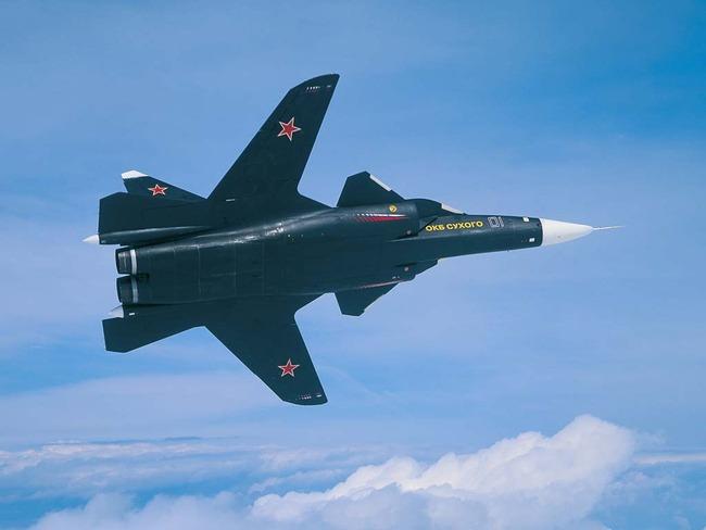 sukhoi-su-47-berkut-aguila-dorada-vista-desde-la-panza