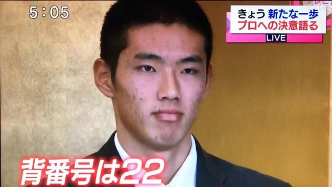 広島ドラフト1位中村奨成君、憧れの小林誠司と同じ背番号22に決定