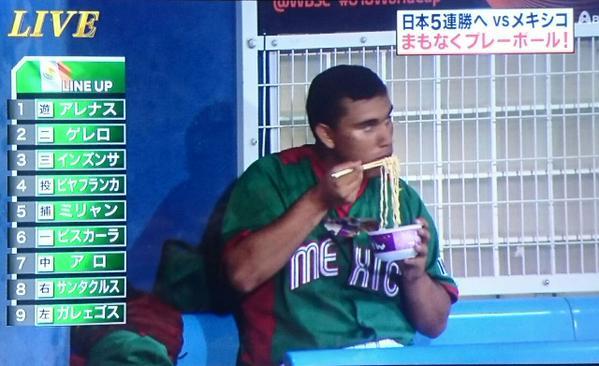【U-18】ベンチで野球選手がカップラーメン食べててわらたw