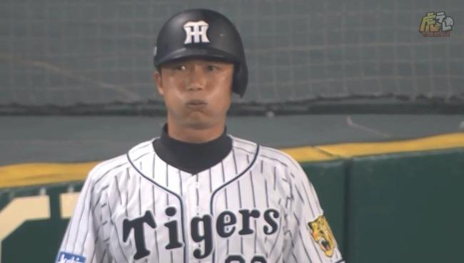 現役引退の新井良太が代打で登場!結果はショートゴロに