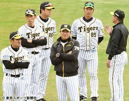 """阪神浜中コーチ、""""うねり打法""""復活に着手 後継者に原口を指名「彼はその資質、技量を持っている」"""
