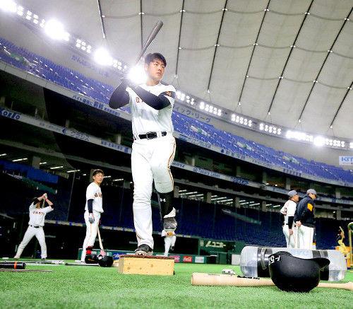 【巨人】岡本吹っ切れた!32スイング13発、由伸監督を喜ばせた