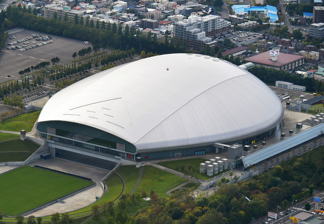 札幌ドームでファウルボールが内野席観戦スマホ少年(15)の顔面直撃