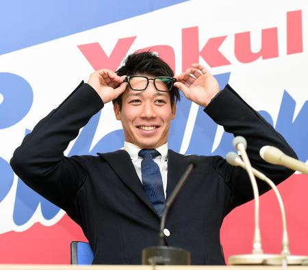 ヤクルト山田7000万円減の2億8000万円でサイン