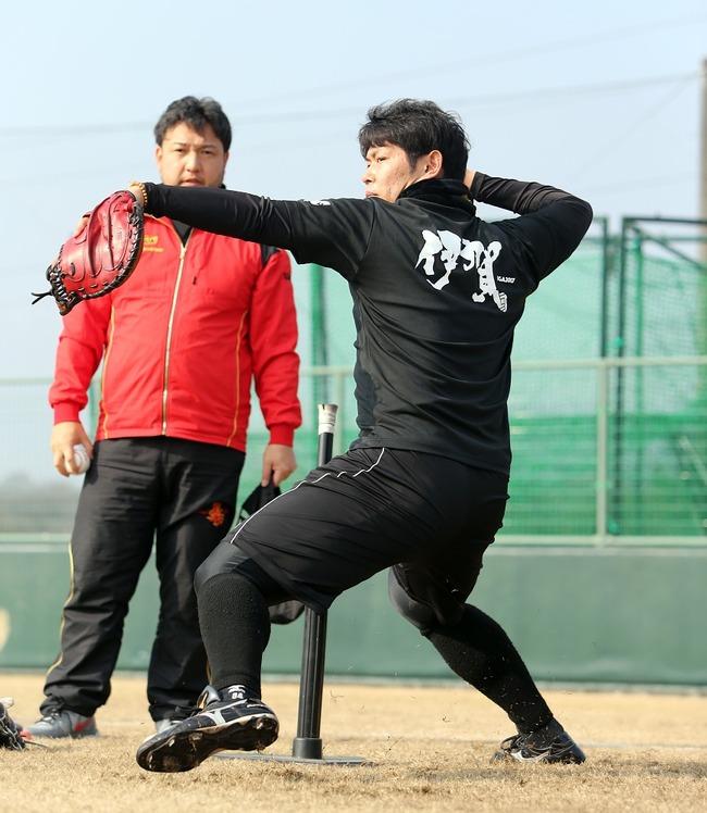 金本「原口には一塁転向してほしいがとりあえず2月までは捕手をやらせる」
