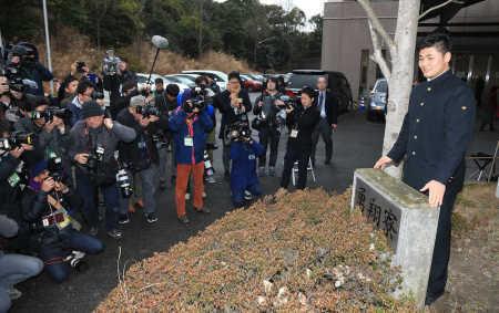 栗山監督「幸太郎、誰と外出しているか報告しなさい」清宮「はい」