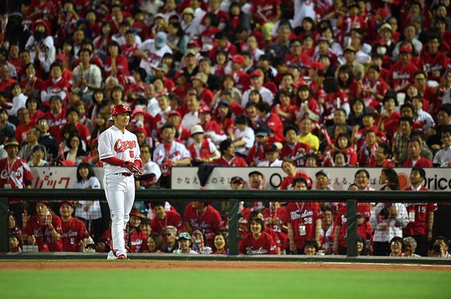 スポーツライター「プロ野球は観客動員数で史上最多を記録したが、その裏では野球離れが進んでいる」