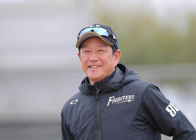 【日本ハム】栗山監督が体調不良でキャンプ3日目を欠席