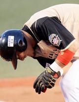 日ハム中田翔、左手に受けた死球で亀裂骨折 全治約1ヶ月…