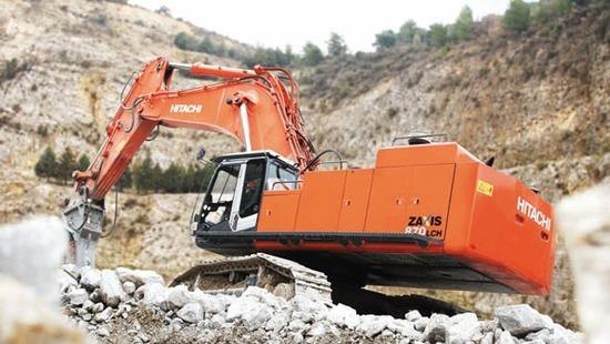 Large-Excavators-ZX870LCH-Hitachi-workingshot1