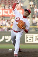 【動画あり】吉川晃司(47)、始球式で111キロのストレートwwwwww