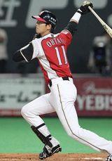 大谷翔平、復帰初戦の代打で第2号!札幌ドームのバックスクリーン左に放り込む!