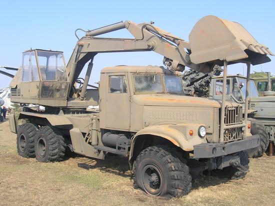 Soviet_army_excavator_EOV-4421