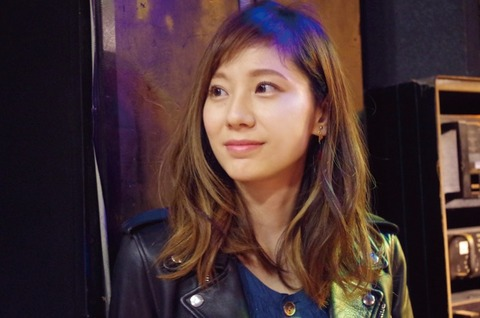 セクシー女優からシンガーへ。麻美ゆま、初のミニアルバム『SCAR Light EP』を2017年1月リリース