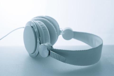 headphones-3021221_640