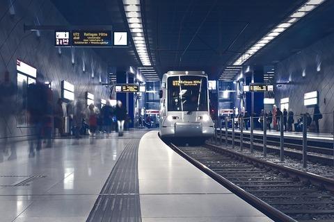 metro-2942353_640